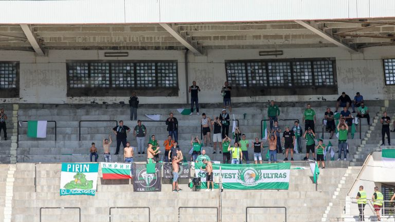 """Феновете на Пирин подкрепят """"орлетата"""" в дербито срещу """"железничарите"""""""