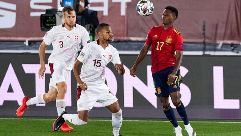 Испания поведе след груба грешка на Ян Зомер