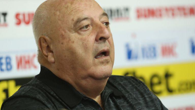 Венци Стефанов иронизира Краев: Не се ли гордеете, че едно къдраво с опашка играе в Шампионска лига?