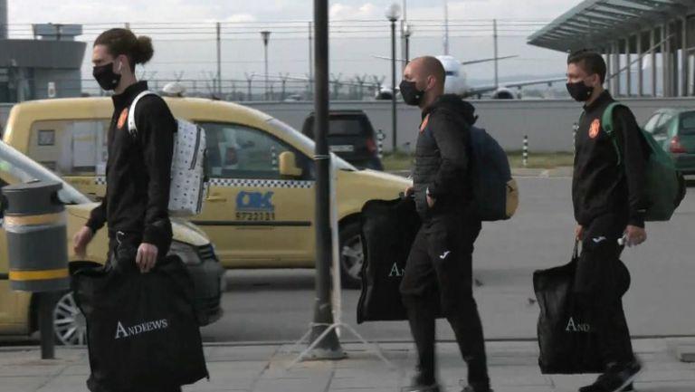 """Националите се прибраха в София след загубата от Финландия в """"Лигата на нациите"""""""
