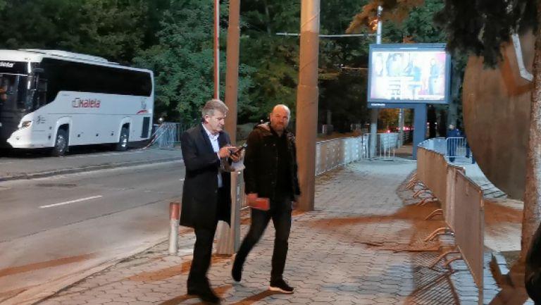 Емо Костадинов при националите за мача с Уелс