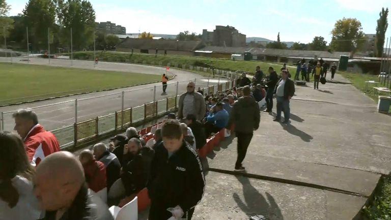 Нетърпеливи запалянковци пълнят стадиона за гостуването на Левски за Купата