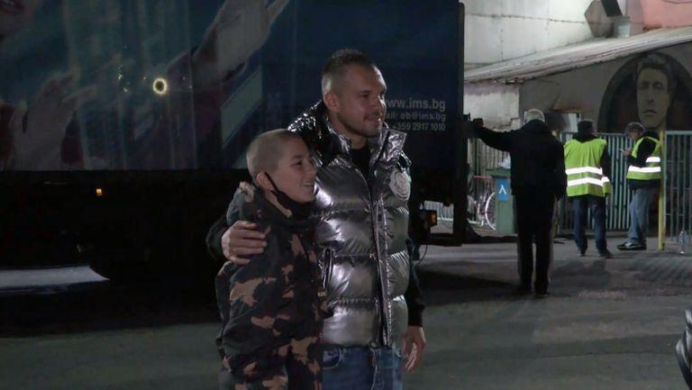 Фенове издебнаха Божинов преди мача с Черно море