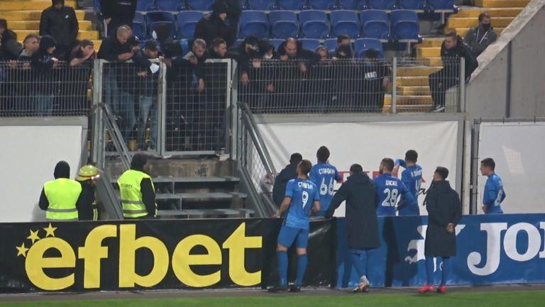 Напрежение между футболистите и феновете на Левски след загубата от Черно море