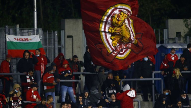 """""""Червените"""" фенове надъхват играчите срещу Арда"""