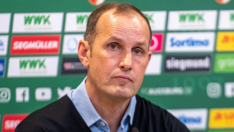 Старши треньорът на Аугсбург се разболя, пропуска мача с Волфсбург