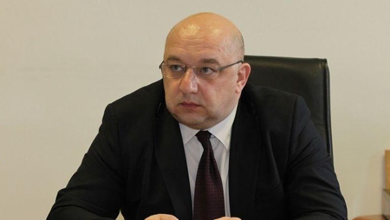 Министър Кралев заплаши феновете с глоби при неспазване на мерките