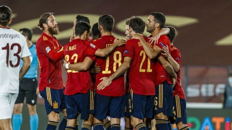 Вратарска грешка донесе трудна победа на Испания (видео)