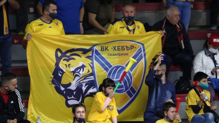 Маски с логото на Хебър и специални гривни за турнира в Пазарджик