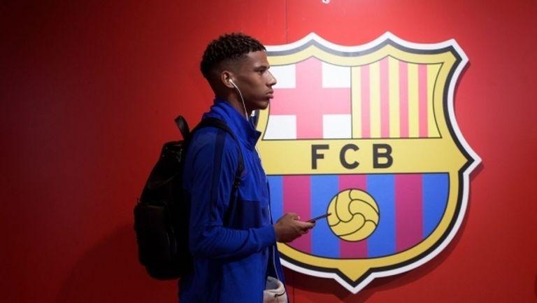 Монако следи бранител на Барселона