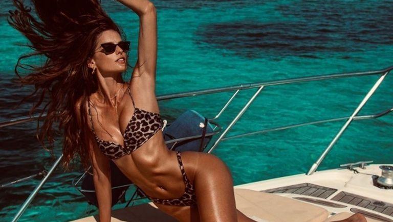 Годеницата на Кевин Трап разби конкуренцията по бански (снимки)