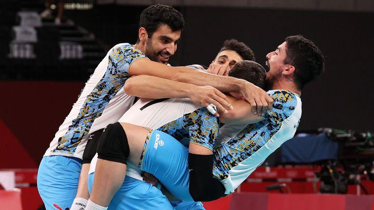 Аржентина шокира и изхвърли олимпийските вицешампиони от Италия 🏐