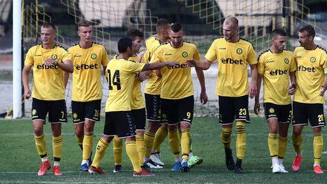 Миньор превзе Бургас, продължава да е без поражение във Втора лига