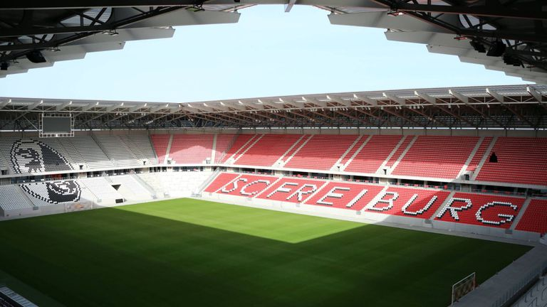 Преместването на Фрайбург на нов стадион ще стане едва през октомври