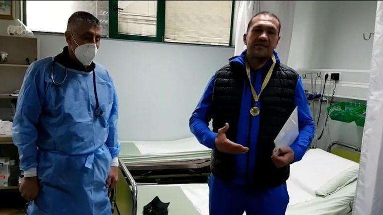 Медици връчиха медал за кадем на Кубрат Пулев