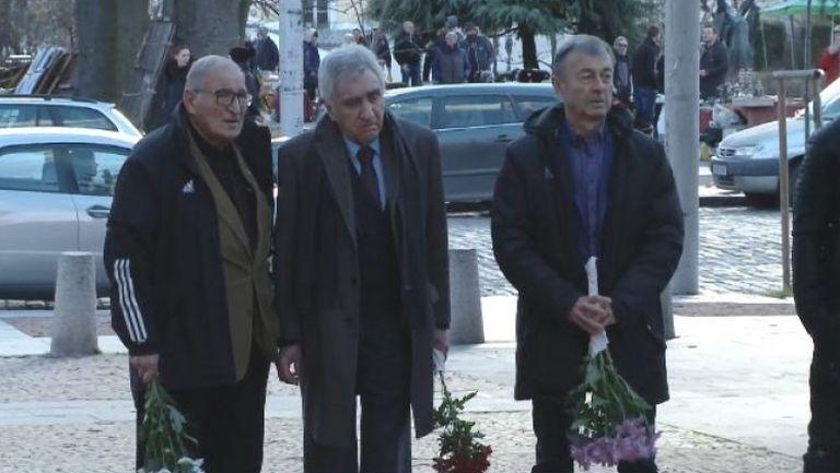 Ръководители и легенди на ЦСКА-София си казаха последно сбогом с Александър Манов
