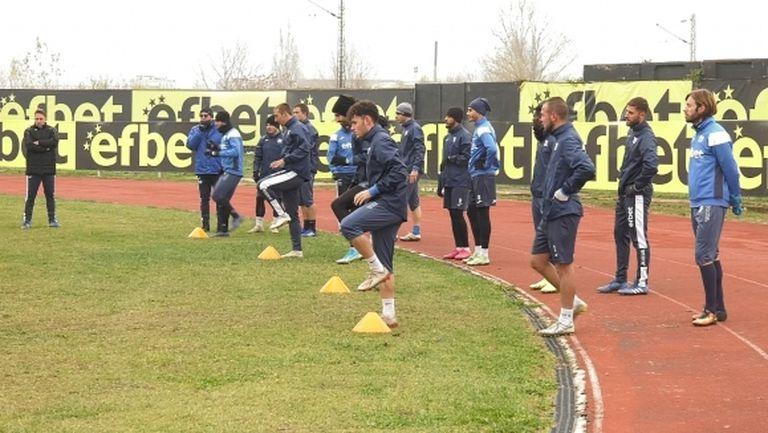 Атанасов проведе първа тренировка с Монтана, иска да връща футболист от Кариана