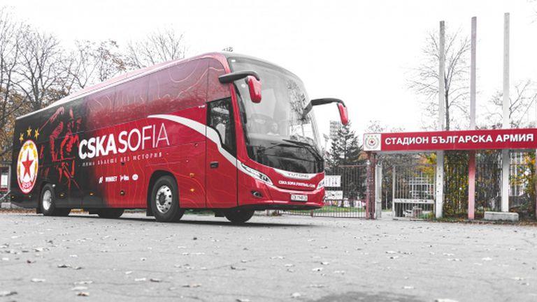 """Новият автобус на """"червените"""" се запали в """"Коматево"""""""