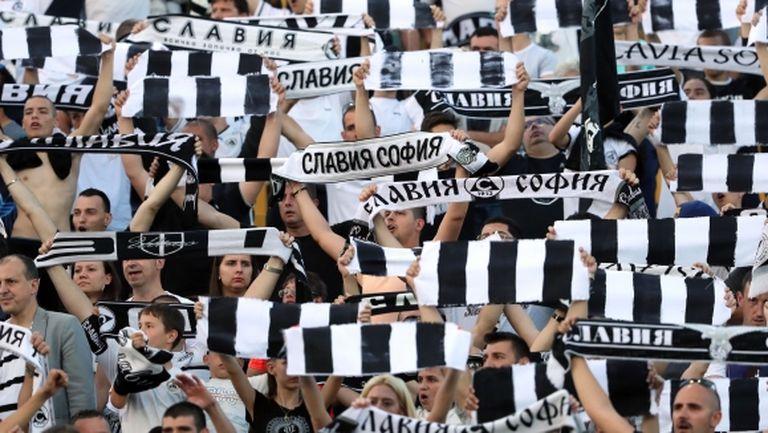 Фенове на Славия скочиха на Тарханов, поискаха смяна