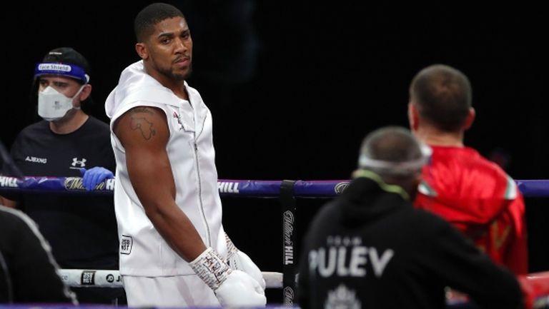Ей Джей поздрави България и заяви: Имате страхотен боксьор в лицето на Пулев