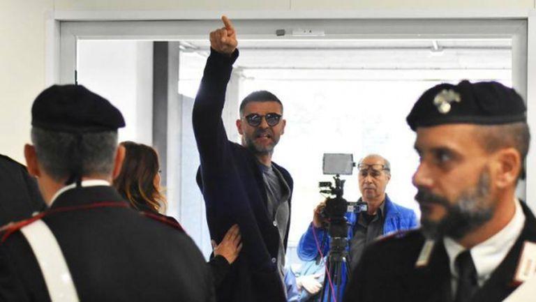 Световен шампион с Италия отърва затвора