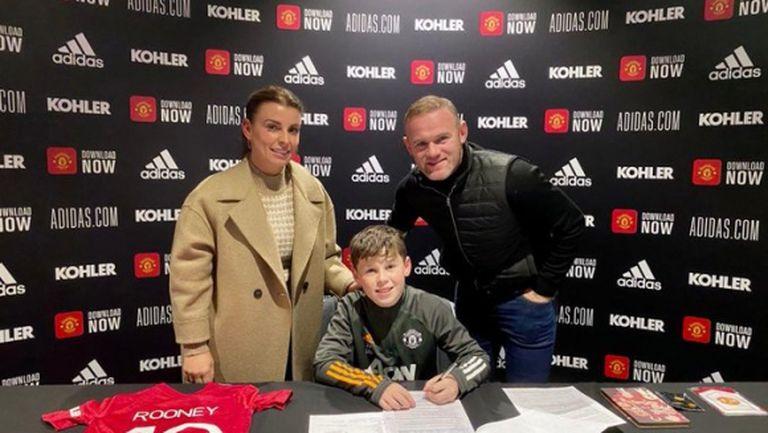 Синът на Рууни подписа с Манчестър Юнайтед
