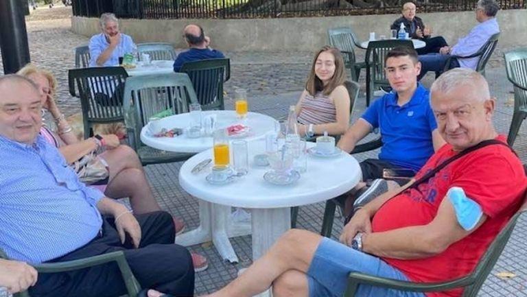 Привърженици на Локо (Пд) посрещнаха Крушарски в Буенос Айрес