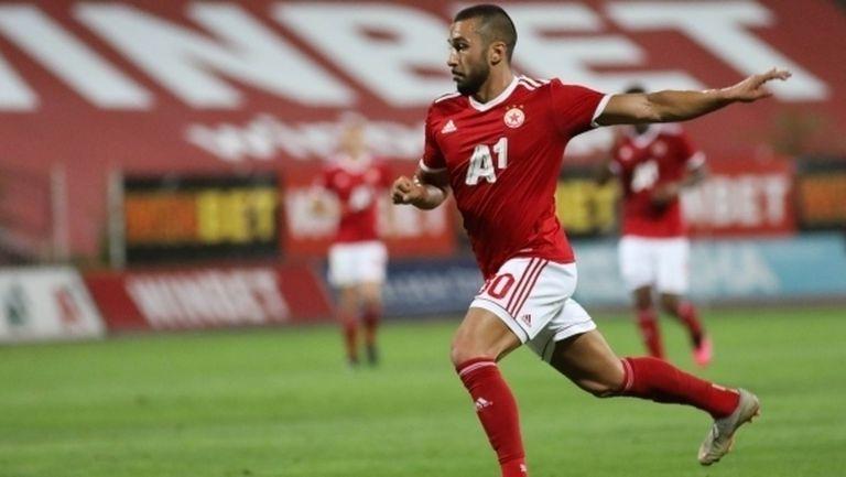 Белгийски клуб пожела Йомов, но правило блокира трансфера