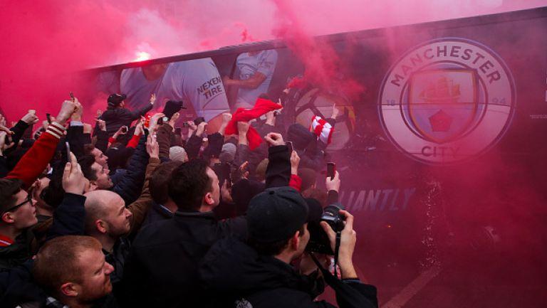 Фенове на Ливърпул атакуваха автобуса на Манчестър Сити
