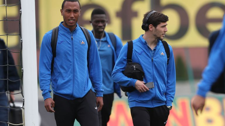 Отборът на Левски пристигна в Коматево преди дербито с Ботев