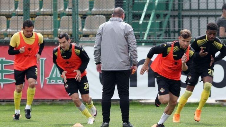 Левски и Ботев загряват преди дербито