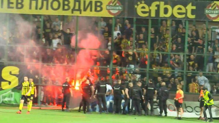 Феновете на Ботев (Пд) прекъснаха мача за Купата срещу Славия