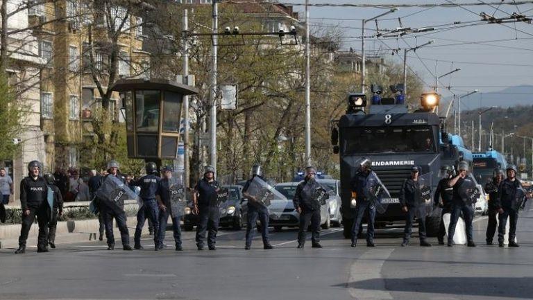 """Сериозно полицейско присъствие преди сблъсъка между """"сини"""" и """"червени"""""""
