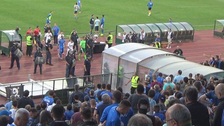Освиркаха Петков на влизане в тунела за полувремето