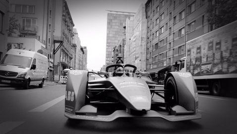 Нико Розберг подкара болид от Формула Е по улиците на Берлин