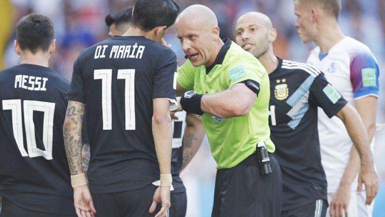 Аржентинците отново претендираха за дузпа в мача с Исландия