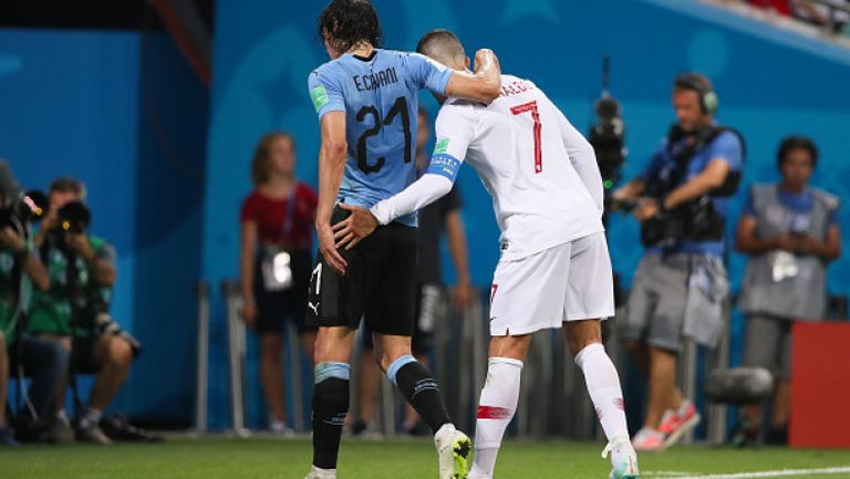 Роналдо помогна на контузения Кавани да напусне терена