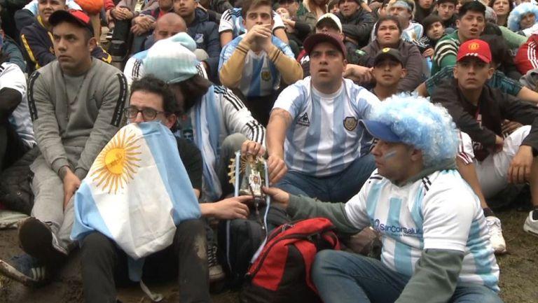 Емоциите в Буенос Айрес по време на драмата между Аржентина и Франция