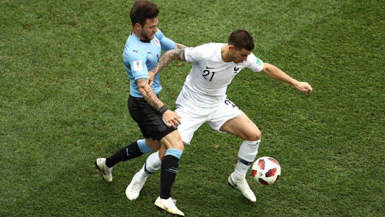 Ернандес скъса фланелката на съперник от Уругвай