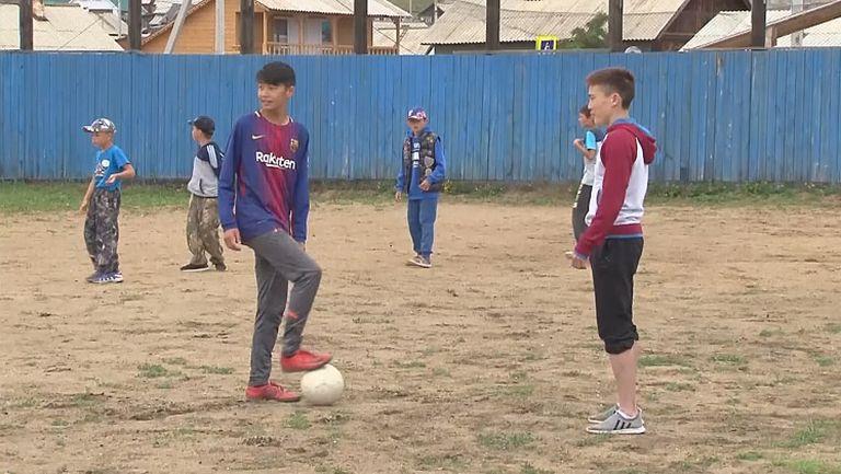 Мачът на Русия буди село на остров в Байкал