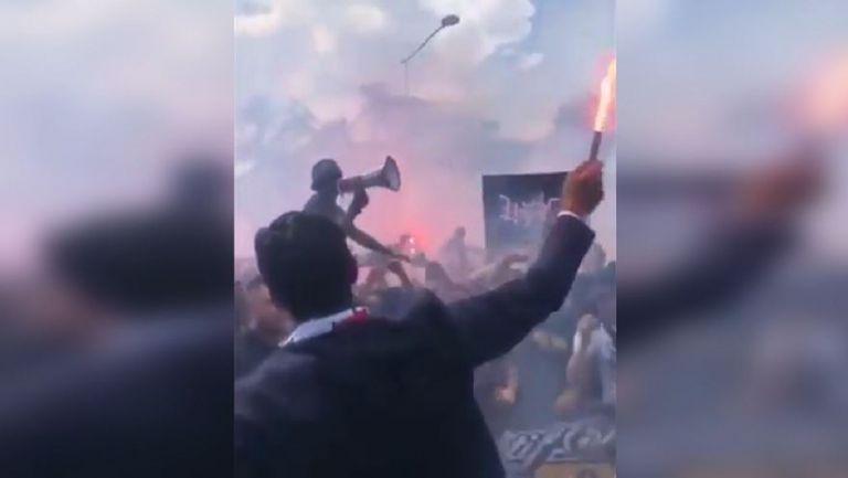 Буфон беше посрещнат с димки и факли в Париж от феновете на ПСЖ
