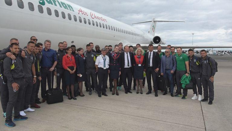 Eкипажът на самолета поиска снимка с Лудогорец при кацането в Северна Ирландия