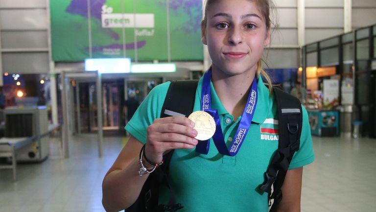 Световната шампионка Александра Начева се завърна в България