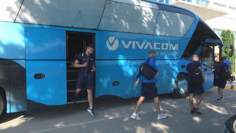 """Левски пристигна на стадион """"Огоста"""" за мача с Ботев Враца"""