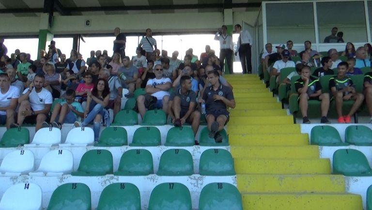 Публиката на стадиона в Бистрица за Витоша - Лудогорец