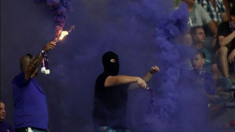 Факли в сектора на търновските фенове срещу Левски
