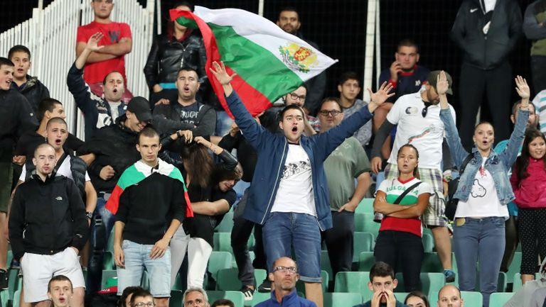 Аплодисменти за футболистите на Петър Хубчев след победата над Норвегия