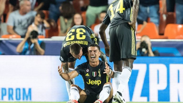 ШОК! Роналдо получи червен картон в дебюта му в Шампионска лига с екипа на Ювентус