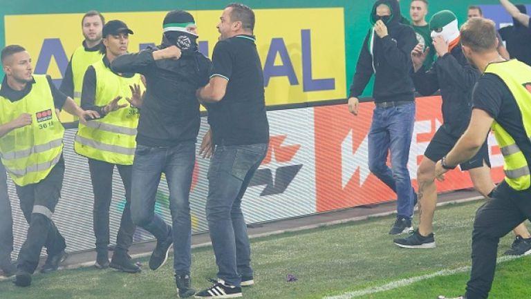 Ултрасите на Рапид (Виена) атакуваха сектора с фенове на Аустрия след края на дербито
