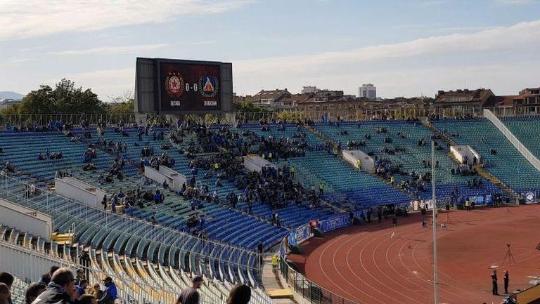 """Атмосферата на стадион """"Васил Левски"""" половин час преди мача между """"червени"""" и """"сини"""""""